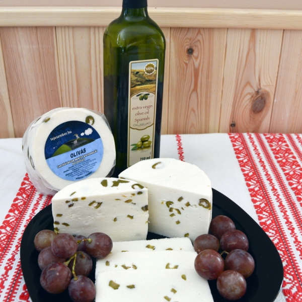 Olivás kecskesajt